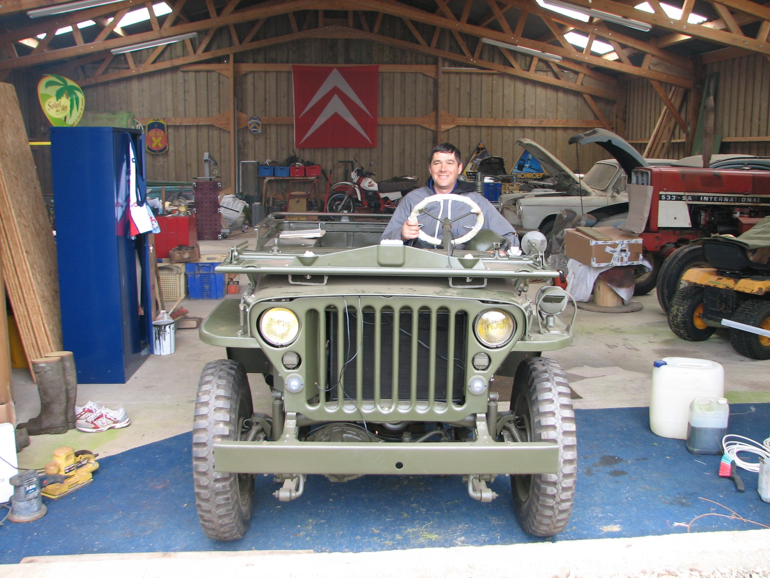 Jeep willys hotchkiss m201 mise en place pour peinture for Garage jeep poitiers